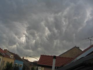 Zlověstné bouřkové mraky